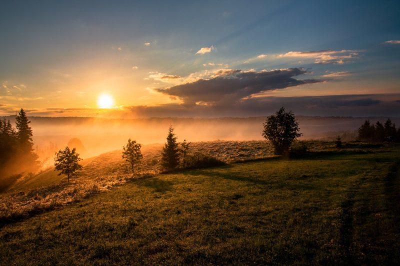 Photo by Dawid Zawiła on Unsplash - Eduquer Avec Sagesse paysage soleil levant